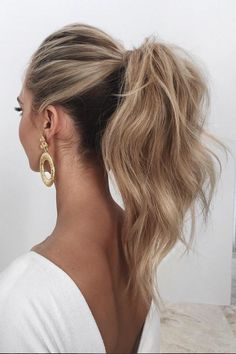 The most perfect tousled ponytail on @saasha_burns