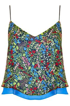 A new eco-friendly range is now available in Topshop stores: the Reclaim to Wear summer 2013 collection. Check it out!
