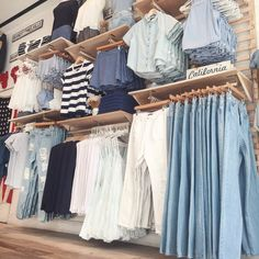 Brandy Melville 499 Broadway SoHo NYC #brandyusa Display Artists: Caitlyn & Delaney Poli Boutique Decor, Boutique Clothing, Fashion Boutique, Courtney Love, Cute Fall Outfits, Summer Outfits, Placard Simple, Clothing Displays, Fashion Outfits