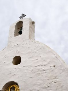 Churches in Ios island, Cyclades, Greece. A photographic tour of the cycladic aesthetic World Religions, Place Of Worship, Greece Travel, Greek Islands, Mykonos, Ios, Homeland, Landscapes, Construction