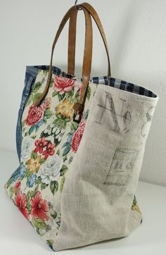 Upcycle fabric and belt into tote bag fabric, Vintage - Beutel Sacs Tote Bags, Denim Tote Bags, Fabric Tote Bags, Diy Tote Bag, Diy Bags Purses, Handmade Purses, Handmade Fabric Bags, Handmade Handbags, Big Bags