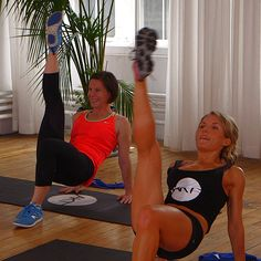 10-Minute Booty Burning Workout From SJP's Trainer!