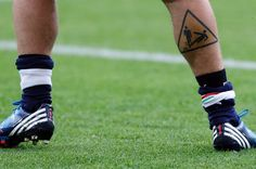 Hahaha great soccer tattoo. Caution: slide tackling. Apparently Daniele De Rossi sports this one?