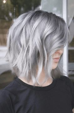 Beautiful silver hair color for Christmas? It's the most wonderful time of the year! Get into the Christmas spirit with these 10 fabulous shades of Christmas hair color! silver hair 10 Shades of Christmas Hair Color Beautiful Hair Color, Cool Hair Color, Hair Colors, Light Brown Hair, Dark Hair, Green Hair, Blue Hair, Grey Dyed Hair, Lilac Hair
