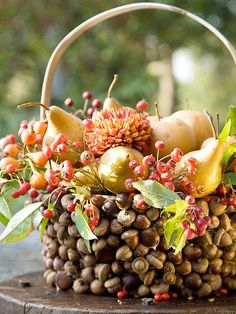 Will do this next year.love the acorn basket and fresh fruits and foliage. Beautiful Outdoor Thanksgiving Decoration with Fresh Harvest in Awesome Acorn Basket. Fruit Centerpieces, Simple Centerpieces, Thanksgiving Centerpieces, Centerpiece Ideas, Bucket Centerpiece, Centrepieces, Table Decorations, Fruits Decoration, Basket Decoration