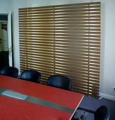 Sprossenwand in Nußbaum mit Led-Beleuchtung Led Licht, Blinds, Curtains, Home Decor, Conference Table, Indirect Lighting, Decoration Home, Room Decor, Shades Blinds