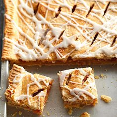 Danish Pastry Apple Bars These dessert bars have a top and bottom pastry crust. It's like apple pie in a baking pan! Healthy Apple Desserts, Potluck Desserts, Apple Dessert Recipes, Cereal Recipes, Apple Recipes, Just Desserts, Fall Recipes, Delicious Desserts, Dessert Healthy