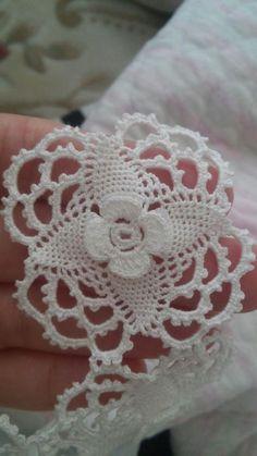 Best 10 Stardust Bedspread Medallion pattern by Lily Mills Com Crochet Wool, Easter Crochet, Crochet Art, Crochet Afghans, Thread Crochet, Irish Crochet, Crochet Doilies, Crochet Stitches, Crochet Butterfly