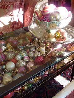 old ornaments in a glass table OR anything with repeatable shape and same hue