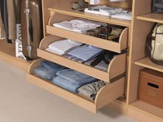 At Hartleys Bedrooms we give you storage solutions tailored to your wardrobe