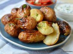 Cartofi copți în folie – la cuptor sau la grătar (în jar) Pretzel Bites, Baked Potato, Sprouts, Potato Salad, Food And Drink, Potatoes, Vegan, Vegetables, Ethnic Recipes