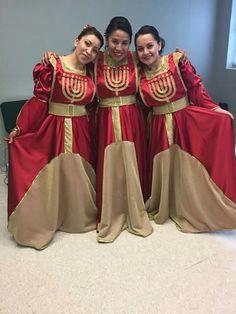 Roupa de coreografia♥ Praise Dance Wear, Worship Dance, Dance Outfits, Dance Dresses, Garment Of Praise, Eagle Pictures, Dance Tops, Tambourine, Overlays