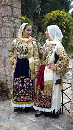 Philanthropy, art and the museum: Loukia Zygomala and the promotion of Greek folk embroidery Greek Traditional Dress, Traditional Fashion, Traditional Outfits, Queen Costume, Folk Costume, Culture Day, Greek Culture, Greek Dress, Ukraine