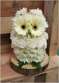 Though the season of fall has arrived and flowers are purely a spring thing but why not bring cheerfulness to your home while the summer breathes its last