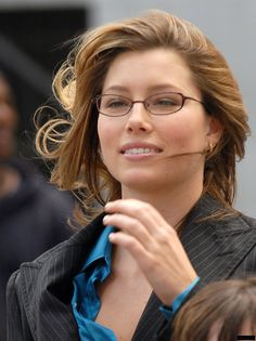 Jessica Biel Messy Hairstyles For Medium Haircut Kinds - Hair Types Jessica Biel, Jessica Chastain, Celebrity Hairstyles, Messy Hairstyles, Beautiful Eyes, Most Beautiful Women, Girl Celebrities, Celebs, Belle Silhouette