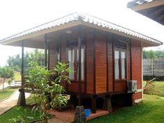 The bahay kubo we used to know have also undergone some changes. Find out how the modern bahay kubo differ from its traditional counterparts. Modern Wooden House, Wooden House Design, Bamboo House Design, Tropical House Design, Small Wooden House, Modern Small House Design, Simple House Design, Tropical Houses, Wooden Houses