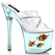 Hey, look a fish tank in the bottom of your shoes. Better not forget to feed your fish. These ones are real. Funny Shoes, Cute Shoes, Me Too Shoes, High Heels Boots, Shoe Boots, Cool Fish Tanks, Shoe Art, Unique Shoes, Shoes