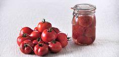 C'est facile de manger sain avec cette recette de conserve de tomates pelées au naturel Canning Recipes, Charcuterie, Junk Food, Preserves, Nom Nom, Frozen, Fruit, Vegan, Vegetables