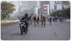 Pemotor Plat AA Acungkan Jari Tengah ke Rombongan Pesepeda di Jakarta, Fotonya Viral Jakarta, Street View, Entertaining, Twitter, Random, Memes, Meme, Funny, Casual