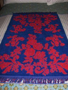 VINTAGE 1960's 70's BATH TOWEL CANON MONTICELLO RED FLOWERS ROYAL BLUE COTTON