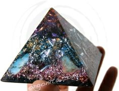 PURPLE ENERGY | Cuarzo Amatista + C. Blanco | #Orgonita .com http://www.orgonita.net/tienda/piramide-de-orgonite-4410.html
