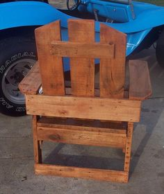 DIY Pallet Designed Wood Chair | 101 Pallets