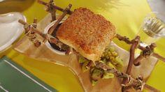 Peixe frito vai ao forno com crosta de minicamarão aviú - Receitas - GNT