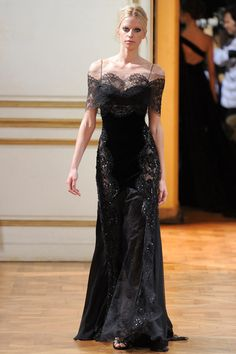 See the complete Zuhair Murad Fall 2013 Couture collection.