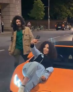 The Selfie Queen – Autos online Lamborghini Huracan Spyder, Lamborghini Cars, Funny Car Memes, Car Humor, Volkswagen, Ford, Selfie, Amazing Cars, Sport Cars