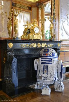 R2D2 sculpture featured on Behance. Made from antique bronze ornaments.
