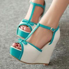 chaussures compensées, sandales massives en bleu et blanc