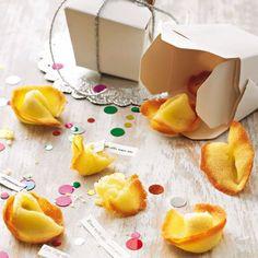 Glückskekse selber machen Glückskekse sind nicht nur an Silvester ein beliebter Snack. Wenn Sie Ihre Glückskekse selber machen, können Sie die Sprüche, die drin versteckt sind, selber schreiben - individuell abgestimmt auf die Wünsche und Sehnsüchte Ihrer Freunde ...