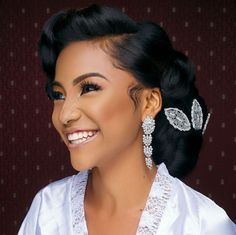 Beautiful smile Mua Hair slayer 👌👌👌 📸 🙏 Gorgeous robe and accessories - Wedding Hair And Makeup, Wedding Hair Accessories, Bridal Makeup, Hair Makeup, Pink Makeup, Black Brides Hairstyles, Bride Hairstyles, Hairdos, Vintage Hairstyles