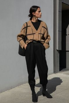 Outfits with baggy pants that will shake the cold Source by . - Outfits with baggy pants that will shake the cold Source by - Winter Fashion Outfits, Look Fashion, Fasion, Fall Outfits, Fashion Fashion, Trendy Fashion, Tokyo Fashion, Classy Fashion, Fashion Vintage