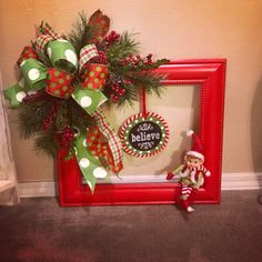 60 DIY Picture Frame Christmas Wreath Ideas that totally fits your Budget - Hike n Dip Christmas Picture Frames, Christmas Frames, Christmas Pictures, Christmas Projects, Diy Christmas, Picture Frame Wreath, Picture Frame Crafts, Christmas Door Wreaths, Decoration Christmas