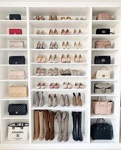 14 Walk In Closet Designs For Luxury Homes A selection of 14 walk in closet designs that are both elegant and charming. Walk In Closet Design, Bedroom Closet Design, Master Bedroom Closet, Closet Designs, Bag Closet, Closet Shoe Storage, Shoe Closet Organization, Clothing Organization, Clothing Storage