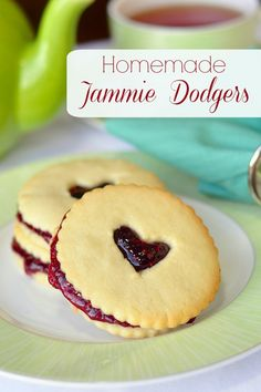 Homemade Jammie Dodgers - A homemade version of the United Kingdom's favorite cookie. Your favorite flavor of any good quality or homemade jam can be used in this recipe. The perfect cookie for Valentines Day too. Jammie Dodger Recipes, Homemade Jammie Dodgers, Jammy Dodgers, Rock Recipes, Sweet Recipes, Baking Recipes, Cookie Recipes, Dessert Recipes, Dessert Healthy