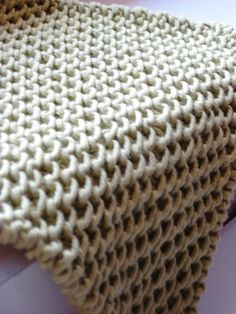 Knitted dish cloth in Chinese Waves pattern stitch  *Free pattern