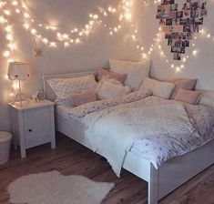 Creative ways Fairy lights bedroom ideas teen room decor - Schlafzimmer Ideen Color Photos Youngsters require their very own space in their room. The bed is Cute Bedroom Ideas, Girl Bedroom Designs, Room Ideas Bedroom, Bedroom Colors, Bedroom Ideas For Small Rooms For Teens For Girls, Teen Room Colors, Cool Teen Rooms, Bed Rooms, Bed Ideas