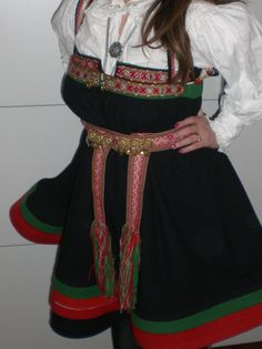 how to make Hardanger bunad Folk Costume, Costume Dress, Costumes, Norwegian Clothing, Going Out Of Business, Looking For Someone, Historical Clothing, Traditional Dresses, Norway
