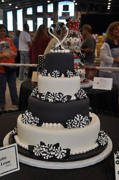 Black & White cake This is exquisite in it's beauty & elegance..K♥
