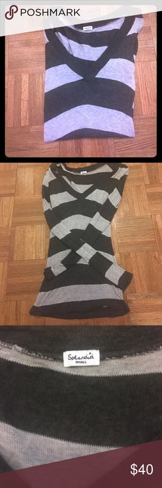 Splendid top Light and dark grey top from Splendid. Long and lean style.  Great length for skinny jeans or leggings! Excellent Condition! Size small Splendid Tops