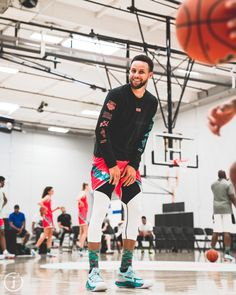 Stephen Curry Basketball, Nba Stephen Curry, Michael Jordan Basketball, Nba Pictures, Basketball Pictures, Love And Basketball, Nba Players, Basketball Players, Stefan Curry