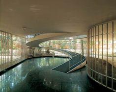 As casas de Oscar Niemeyer. Casa Leonel Miranda, no Rio de Janeiro, projeto de 1955.  Fotografia: Alan Weintraub.