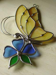 mariposa amarilla suncatcher por carleeglass en Etsy