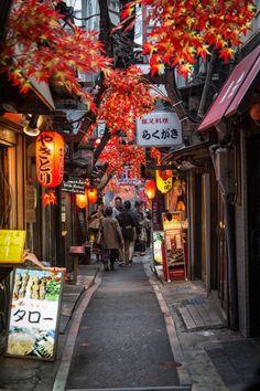 Tokyo ___ L artere Golden Gay dans le quartier de Shinjuku