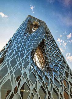 La Arquitectura High Tech se dio en el siglo XX y se caracteriza por las paredes de vidrio y las estructuras de acero son muy populares en este estilo. 400 PX: Sunrise Tower