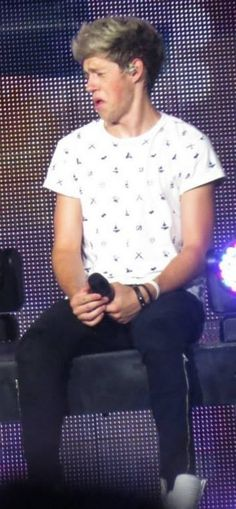 he looks like he just farted on stage and then the smell crept up on him all at once...