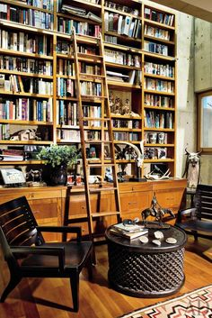 Bookshelves in a library at a ranch in Southern California by Geoff Sumich Design.
