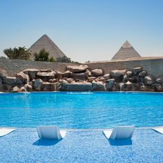 Reserve your escape at Le Méridien Pyramids Hotel & Spa, a chic hotel in Cairo, Egypt providing superb views of the Great Pyramids at Giza. Places Around The World, Oh The Places You'll Go, Places To Travel, Places To Visit, Travel Destinations, Dream Vacations, Vacation Spots, Piscina Spa, Paisajes